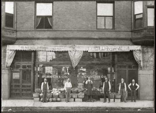 Picture of front façade of Schoch and Company, a tenant of the Dacotah Building