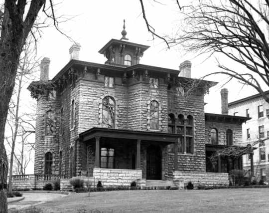 Black and white photograph of the exterior of the Griggs-Burbank House, c.1964. Photographed by Paul Iida, St. Paul Dispatch/Pioneer Press.