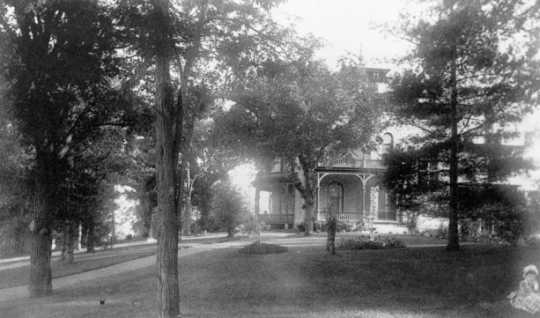 Black and white photograph of the exterior of the Griggs House, 432 Summit Avenue, St. Paul, c.1890. Original in Picturesque St. Paul, ed. J.G. Pyle.