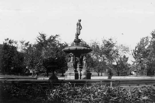 Black and white photograph of St. Paul's Central Park fountain, c.1898.