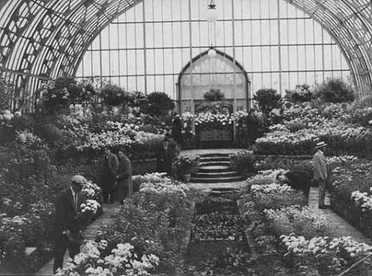 Black and white photograph of the sunken Garden interior, 1928.