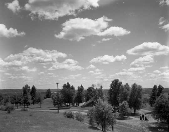 Black and white photograph of Mounds Park, 1910.