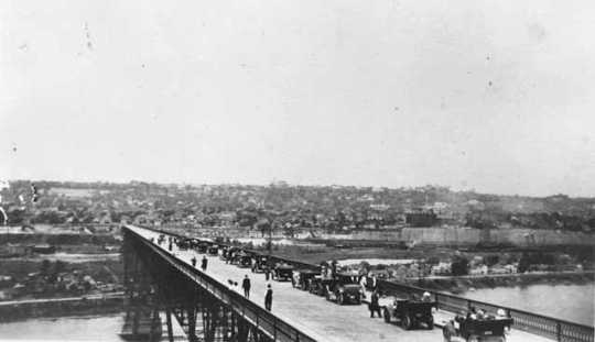 Black and white 8x10 photoprint of cars parked on the High bridge c.1915.
