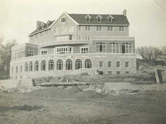 Black and white photograph of the University Club under construction, c.1912.