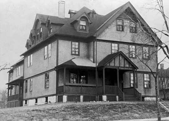 Black and white photograph of the Home for the Friendless on St. Paul's Railroad Island, c.1933. Clarence Johnston designed this building in 1883. The site is now Eileen Weida Park.