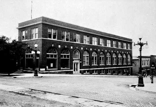 Black and white photograph of the Italian American Hall, Eveleth, 1920.
