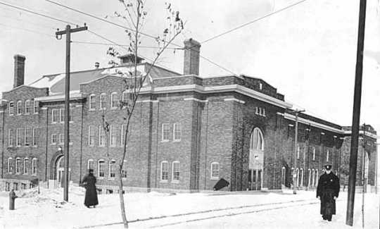 Eveleth Recreation Building, ca. 1919. The facility, built around that same year, was the first indoor hockey arena in Minnesota.