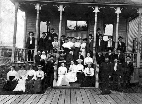 Black and white photograph of a Finnish Lutheran congregation in front of Finnish Temperance Hall, Mt. Iron, 1896.
