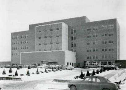 Black and white photograph of Mount Sinai Hospital, c.1950