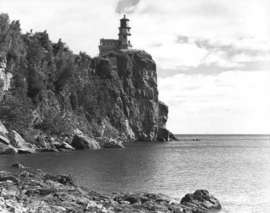Black and white photograph of Split Rock Lighthouse. Norton & Peel, September 1, 1939.
