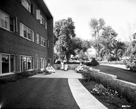 Black and white photograph of the exterior of the Jewish Home for the Aged, 1554 Midway Parkway, St. Paul, 1956.
