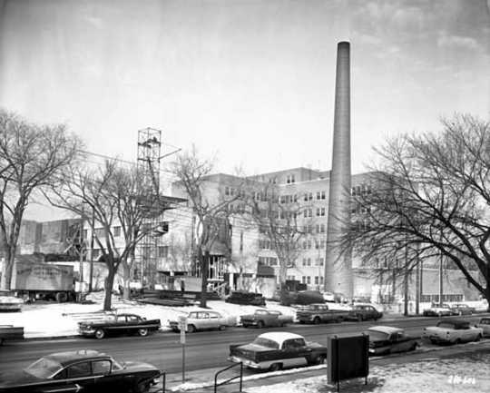 Black and white photograph of Mount Sinai Hospital, 1962.