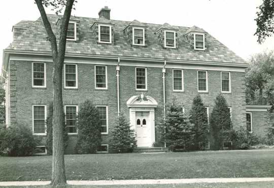 Black and white photograph of the Oak Park Home for Children (formerly the Jewish Sheltering Home for Children) at 1704–1708 Oak Park Avenue in Minneapolis, 1948.