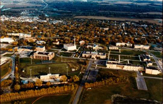 Color aerial view of Gustavus looking east, 1984–1990.
