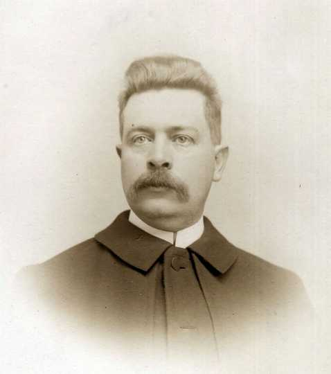 Portrait of Dr. Alanson George Aldrich (1856–1916). Photographer and date unknown. Used with the permission of the Anoka County Historical Society.