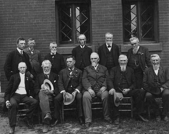 Black and white photograph of prominent horticulturists at the summer meeting of the Minnesota State Horticultural Society, 1902.