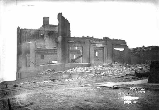 Black and white photograph of ruins of Masonic Temple, Cloquet, 1918.
