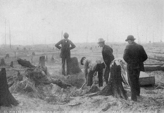 A search party finds the remains of an entire family in the ruins of the Hinckley fire, 1894.