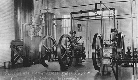 Black and white photograph of Fog signal equipment at Split Rock Lighthouse.