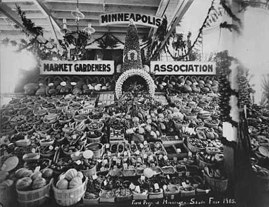 Black and white photograph of Minneapolis Market Gardeners Association Display at the Minnesota State Fair, First Prize Winner, 1905.