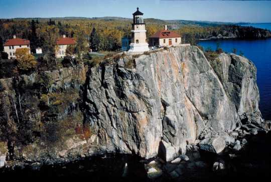 Color photograph of Split Rock Lighthouse, c.2000