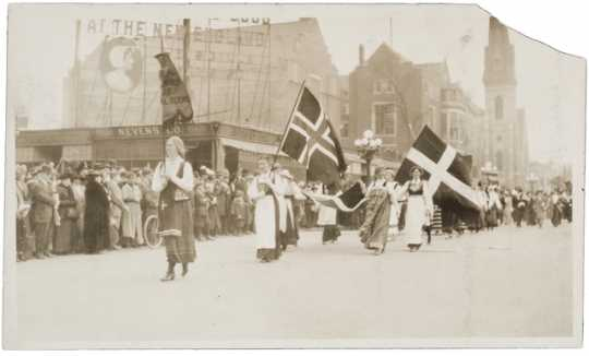 Photograph of 1914 women' suffrage parade