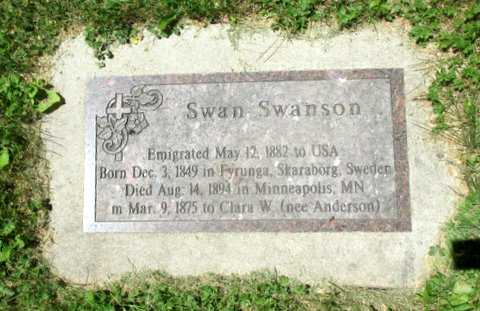 Color image of the Swedish-language headstone of Swan Swanson in Pioneers and Soldiers Memorial Cemetery Cemetery in Minneapolis, 2016. Photographed by Paul Nelson.