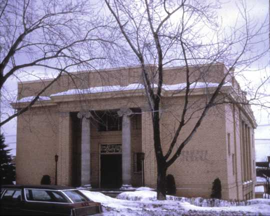 Color photograph of the exterior of Temple Emanuel in Duluth. Photographed by Phillip Prowse c.2010.