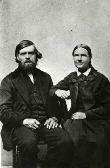 Thomas and Kari Veblen in Nerstrand, ca. 1870.