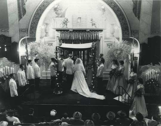 Black and white photograph of a wedding held at Tifereth B'nai Jacob Congregation in Minneapolis c.1950.