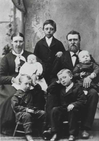 Tosten E. Bonde and family