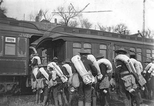 Members of the 15th Minnesota Regiment boarding train for Camp Meade.