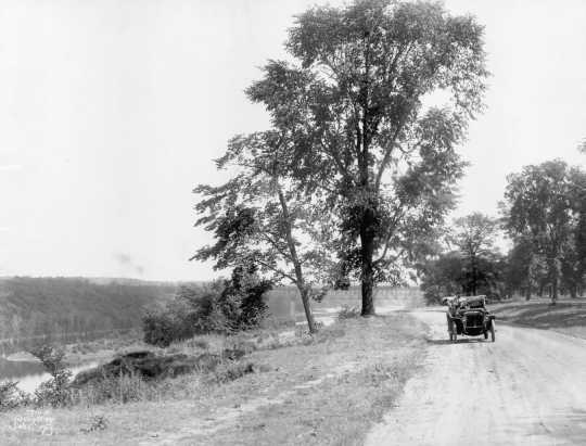 Black and white photograph of West River Parkway in Minneapolis, c.1910
