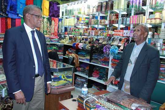 Photograph of AMISOM Ambassador Maman Sidikou with a Somali Minnesotan business owner.
