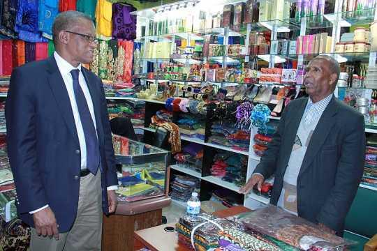 Photograph of AMISOM Ambassador Maman Sidikou with a Somali Minnesotan business owner.
