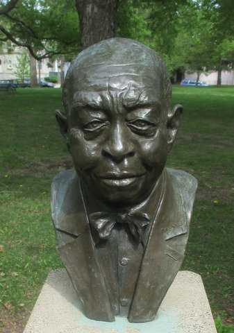 Color image of a bust of Frank Boyd in St. Paul's Frank Boyd Park, 2016.