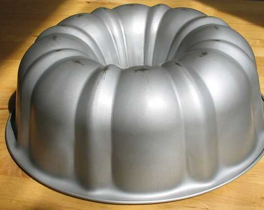 Color image of a Bundt cake pan, upside down, May 11, 2005.