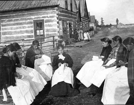 photograph of lace makers working outdoors at the Leech Lake Reservation