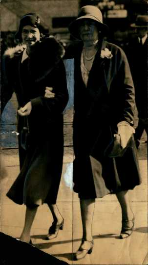 Image of Genevieve Clark entering court