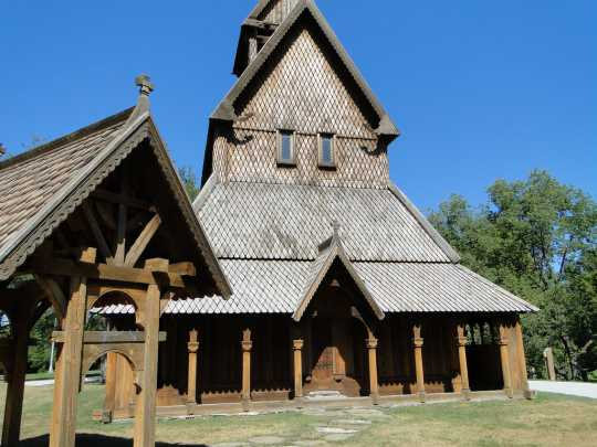 Color image of the front façade of the Hopperstad Stave Church replica in Moorhead, Minnesota, 2009. Photographed by Flickr user Amy Meredith.