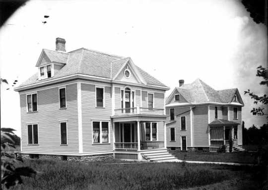 Photograph of professors' homes on St. Olaf Avenue