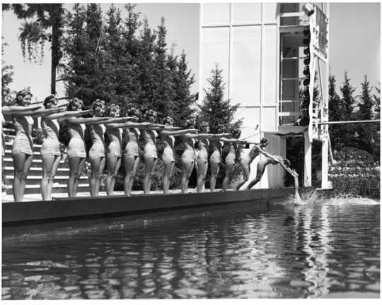 Minneapolis Aquatennial Aqua Follies, 1952