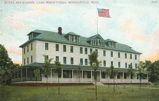 Color postcard of the Hotel Keewaydin, c.1910.