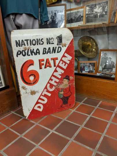 Six Fat Dutchmen sign