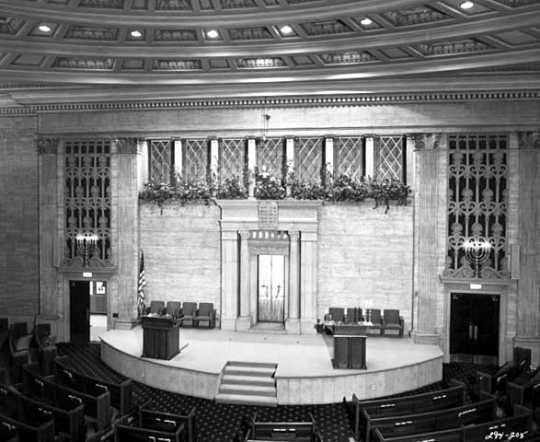 Black and white photograph of the interior of Temple Israel, Minneapolis.