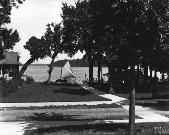 Photograph of dock at Keewaydin Hotel, Deephaven, c.1908.