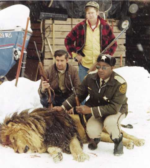 Photograph of Lyght and deputies with escaped lion
