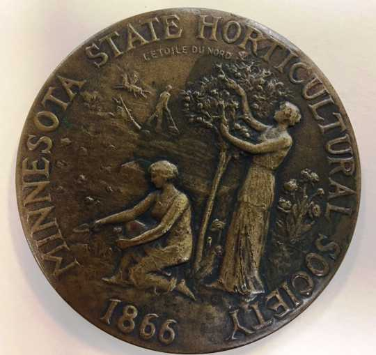 Minnesota State Horticultural Society bronze medal awarded to Professor W. H. Alderman, University of Minnesota, for advancing the art and science of fruit growing and leadership in all horticultural activities, 2016. Photographed by Mary Laine