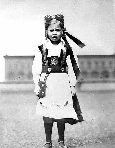 Photograph of girl in Norwegian Costume