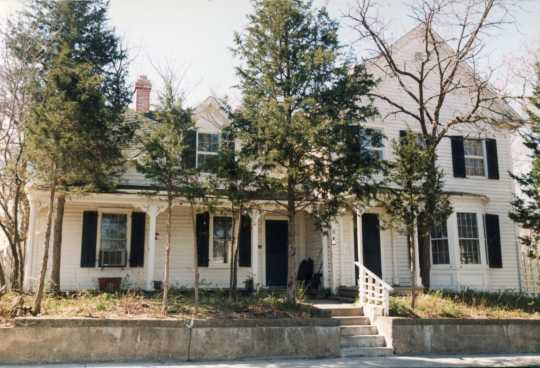 Front of the Shaw-Hammons House, 1987. Photographer unknown. Used with the permission of Anoka County Historical Society.